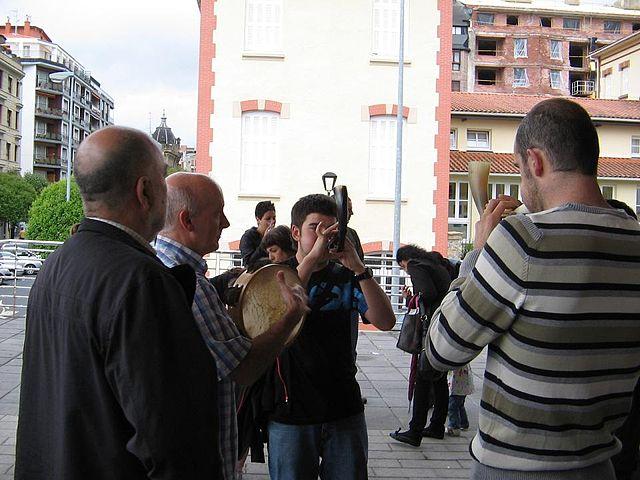 Alboka players in Hernani, Gipuzkoa