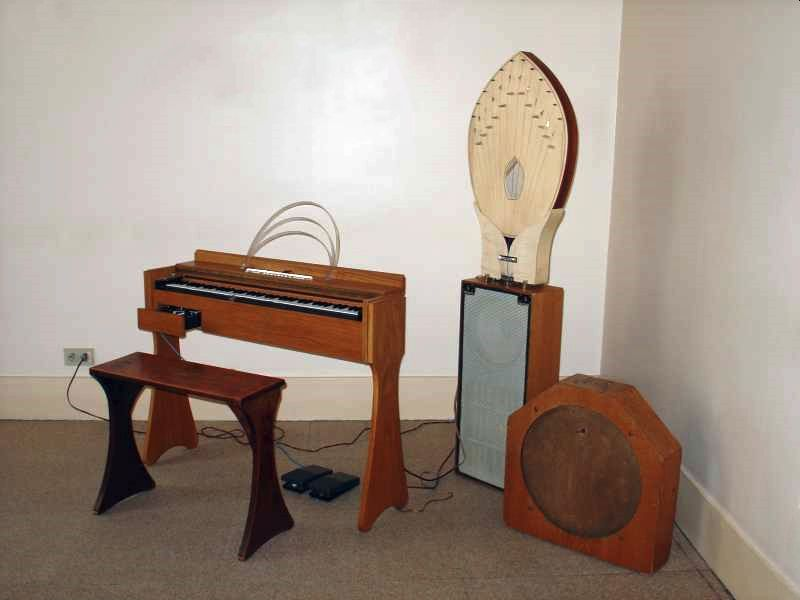 A 7th generation Onder Martenot released in 1975