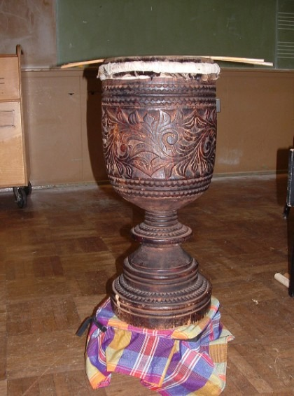 A photo of the single-headed dabakan drum